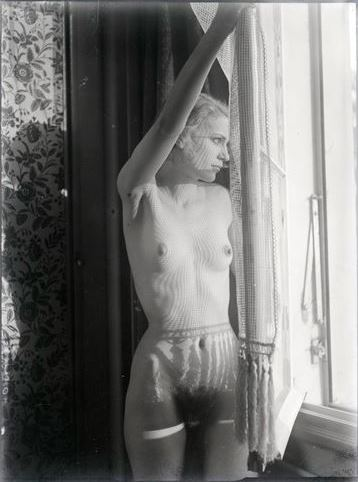 Man ray3. Lee Miller vers 1930. Via RMN