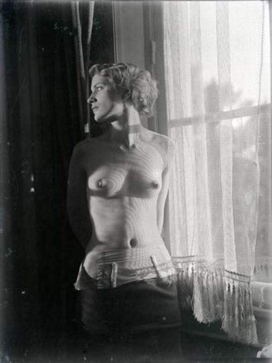 Man ray4. Lee Miller vers 1930. Via RMN