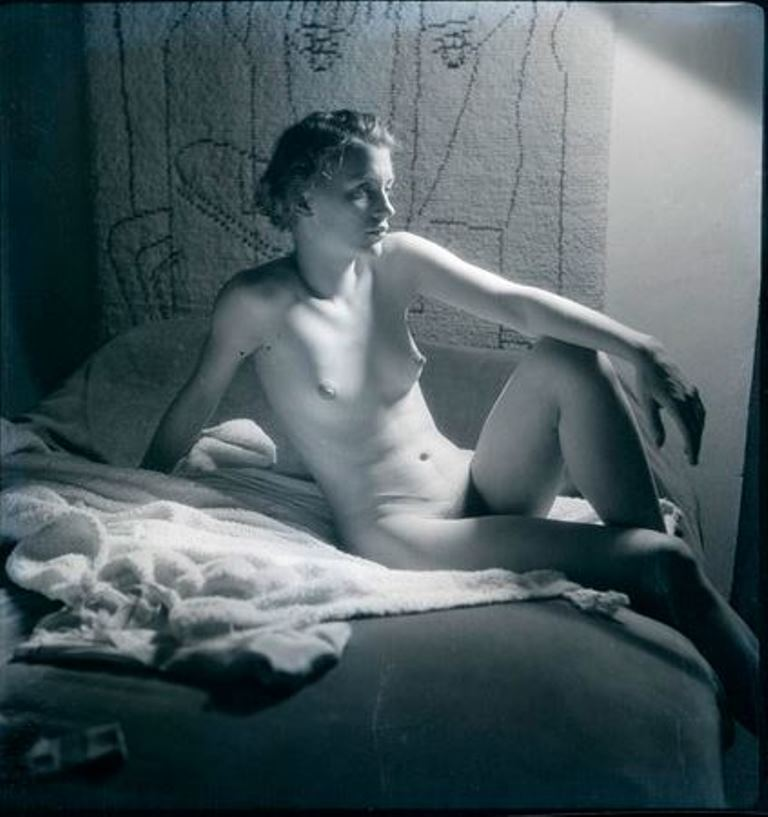 Man Ray5. Lee Miller vers 1930. Via RMN