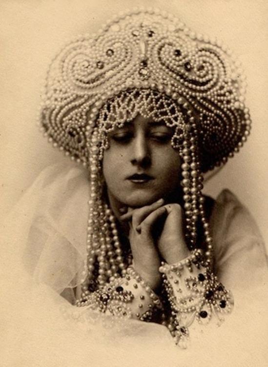 Alexander Grinberg. Portrait 1910-1915. Via russianphotographs.net