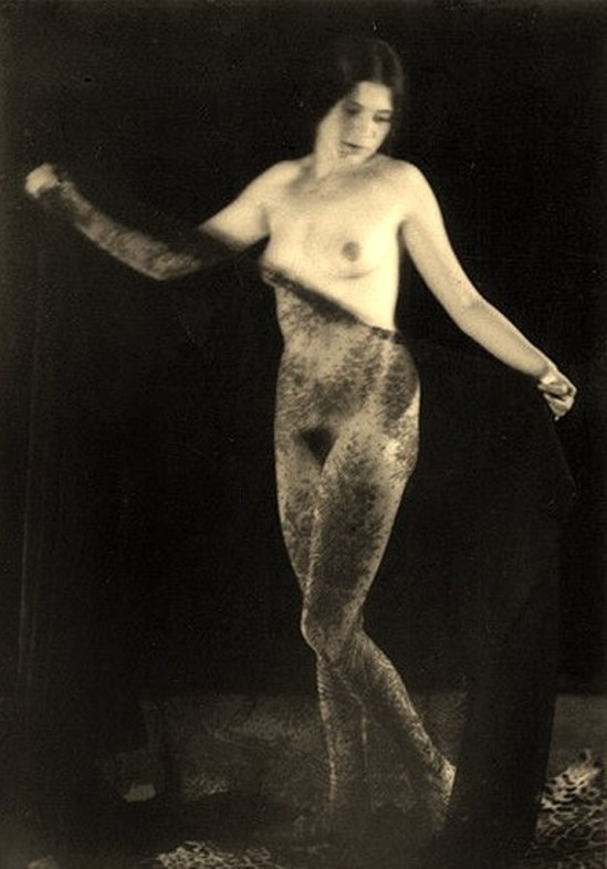 Alexander Grinberg18. Nu 1915-1920 Via russianphotographs.jpg2