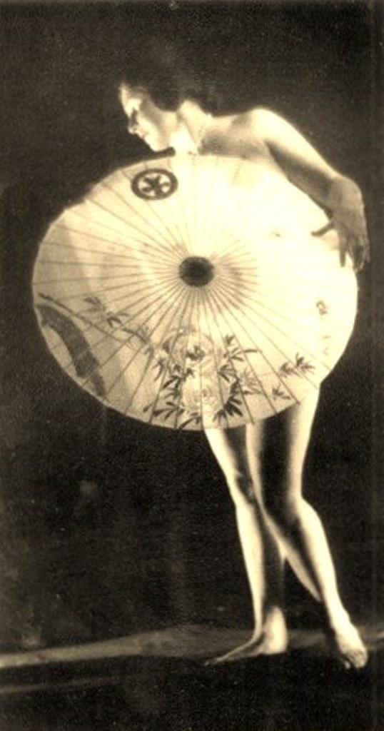 Alexander Grinberg2. Nu 1915-1920 Via russianphotographs.jpg2