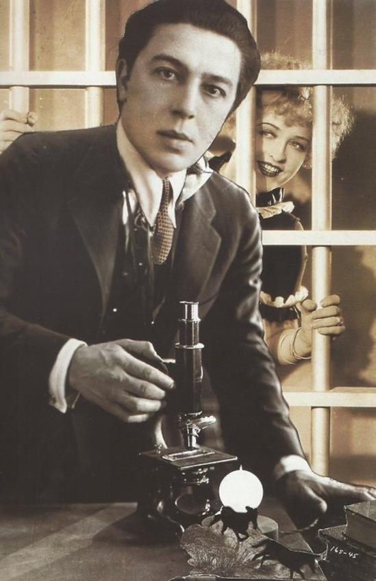 André Breton. Autoportrait. L'écriture automatique. Photomontage avec l'actrice Phyllis Haver dans une scène de Chicago 1927