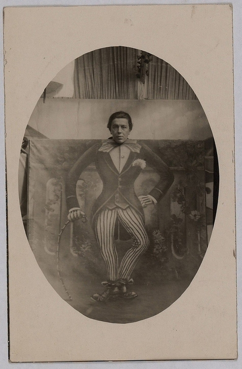 Photographe anonyme. André Breton à la fête foraine 1923