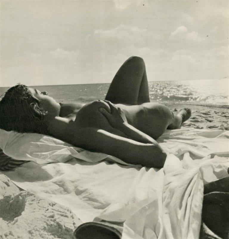 Andre de Dienes. Squeeze 1949 Via liveauctioneers