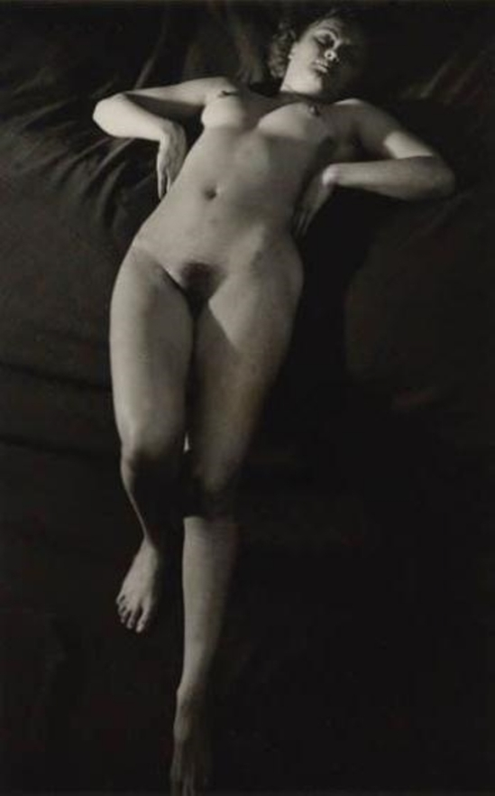 Brassaï. Femme nue,Paris 1937 Via mutualart