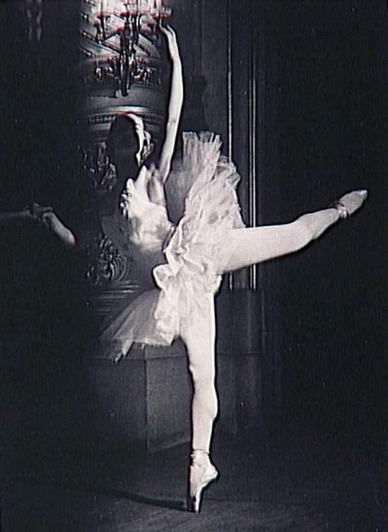 Brassaï. La danseuse Simonova (le visage dans l'ombre) 1938. Via RMN