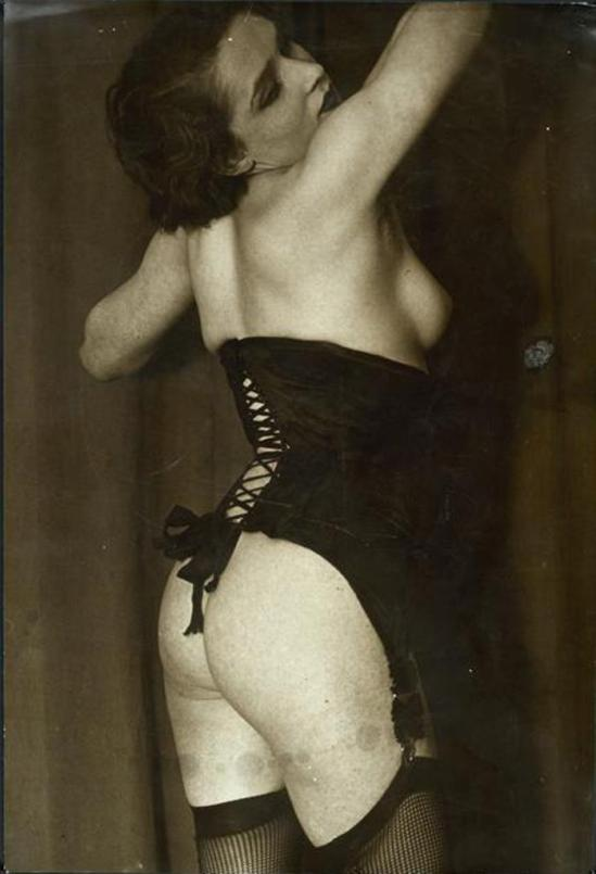 Brassaï. Le Corset noir vers 1934. Via RMN