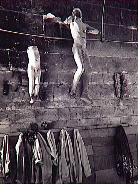 Brassaï. Sculptures sur un mur, atelier Gaudi à Barcelone 1953 Epreuve argentique à développement Via RMN