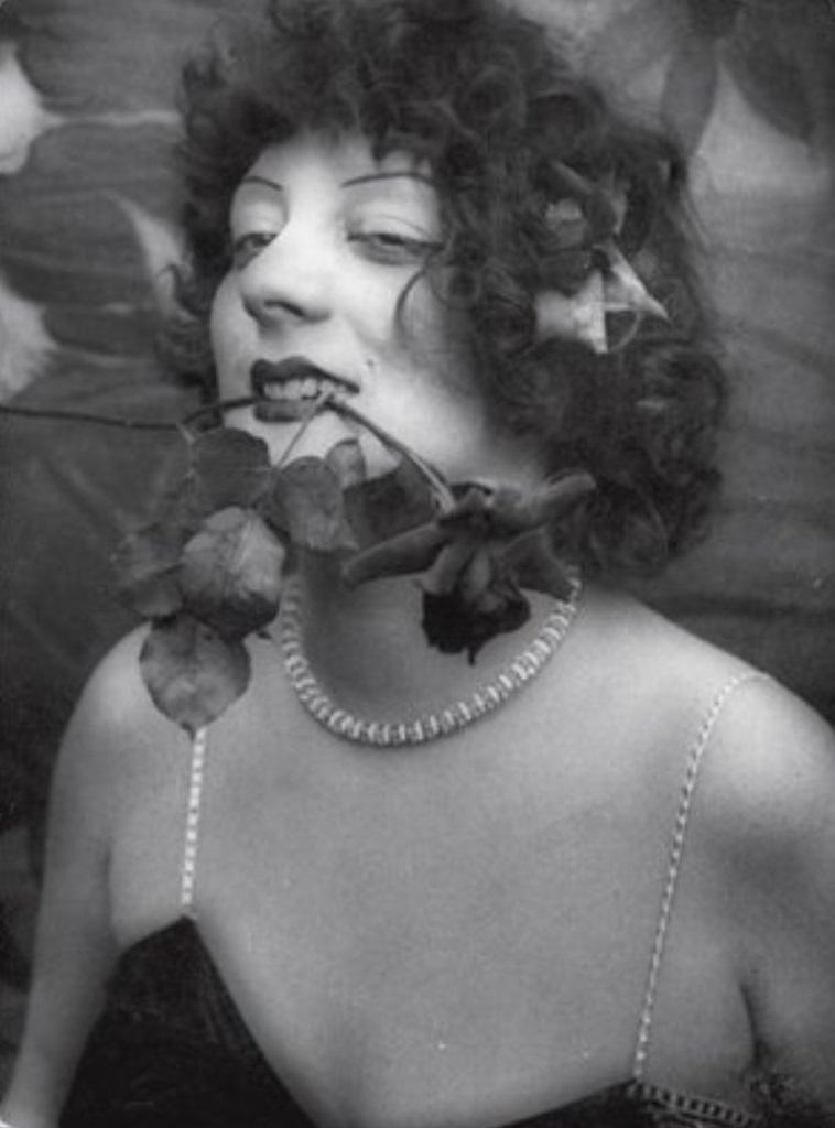 Carte postale de Kiki au moment où elle est élue Reine de Montparnasse en 1929 (2)