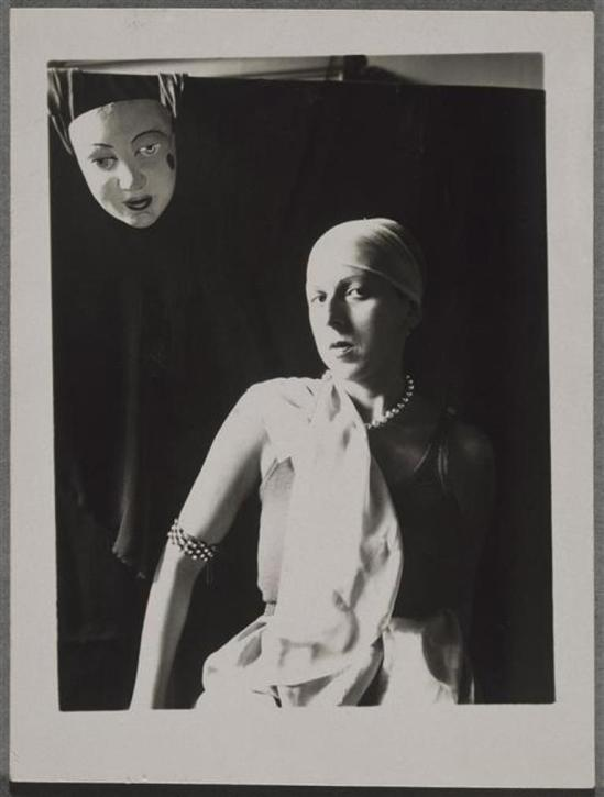 Claude Cahun. Autoportrait au masque vers 1928 Via RMN