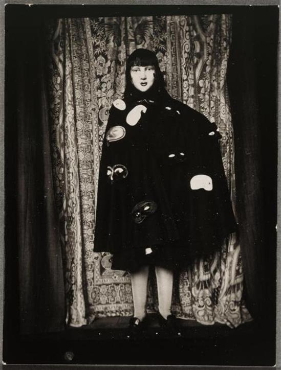 Claude Cahun. Autoportrait couvert de masques vers 1928 Via RMN
