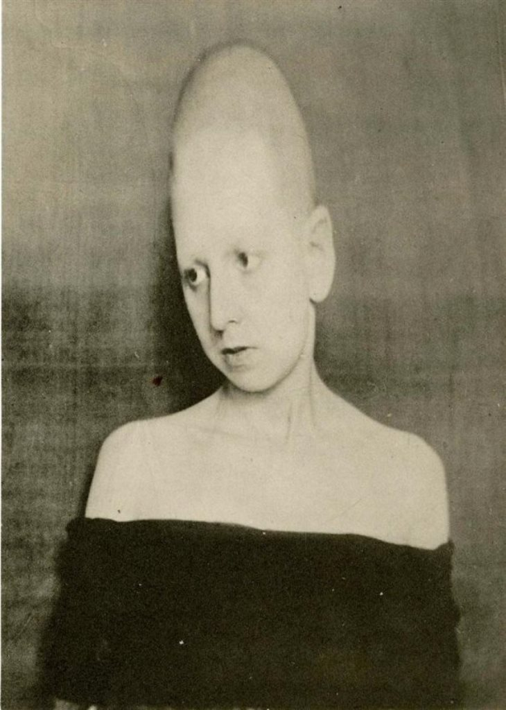 Claude Cahun. Frontiere Humaine 1930 Via liveauctioneers