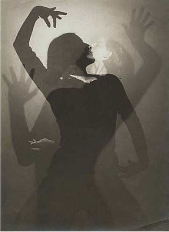 Edmund Kesting. Danseuse Dore Hoye 1926. Via luminous-lint