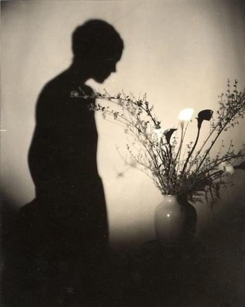 Edward Steichen. Eva Le Gallienne (la silhouette). Via mutualart