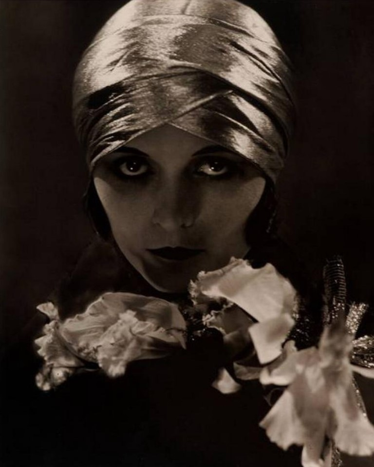 Edward Steichen. Pola Negri 1925. Via curieuxdetrucs