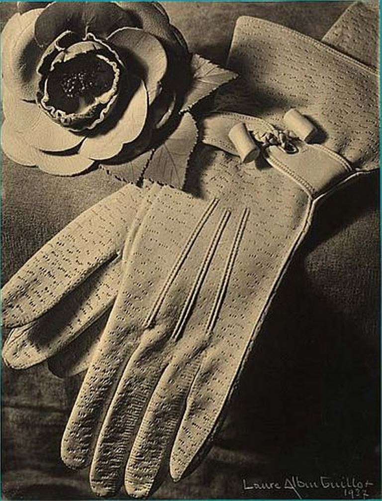 Laure Albin Guillot. Gants 1937. Via luminous-lint