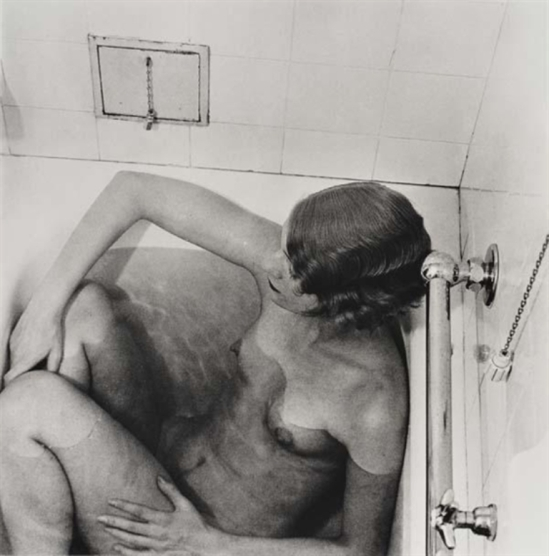 Lee Miler. Lee Miller in Bath, Grand Hotel, Stockholm 1930 Via mutualart