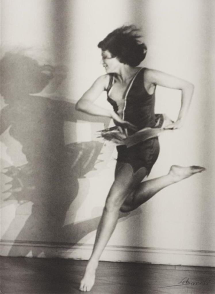 Lotte Jacobi. Claire Bauroff, Berlin circa 1928. Via mutualart