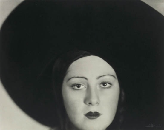 Lotte Jacobi. Head of a dancer 1928-1938. Via mutualart