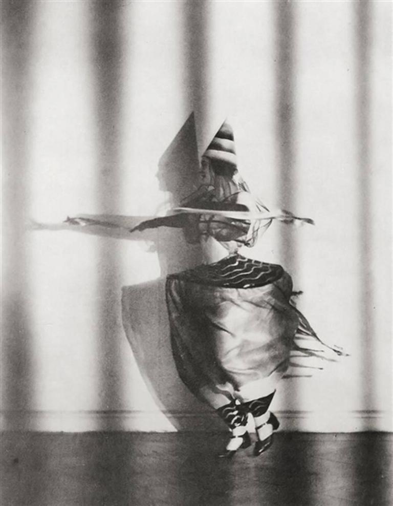 Lotte Jacobi. Lieselotte Felger1931. Via mutualart