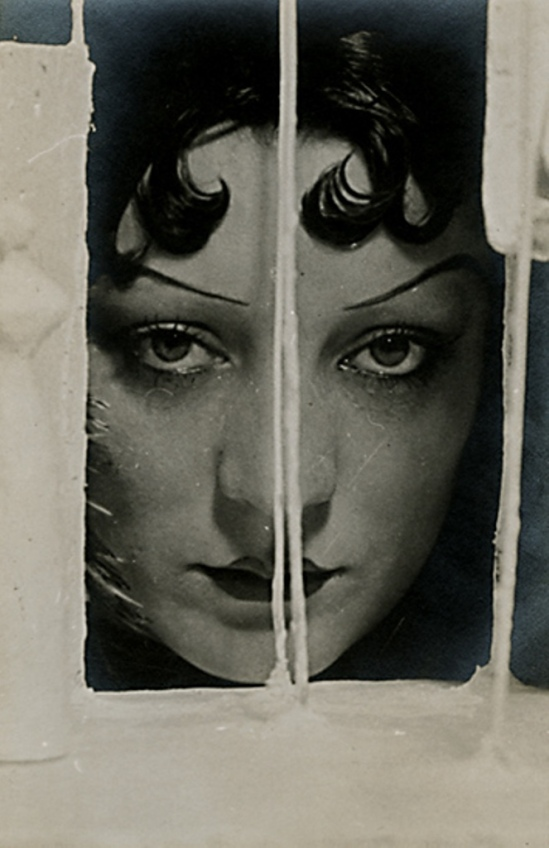 Man Ray. Kiki de Montparnasse 1922. Via livejournal