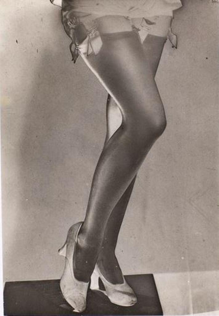Man Ray. Les jambes de Lee Miller 1930 Via RMN
