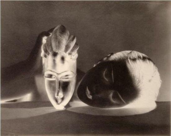 Man Ray2. Kiki de Montparnasse (noire et blanche) 1926. Via RMN