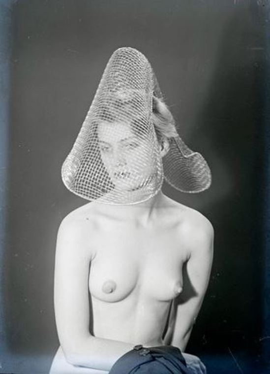 Man Ray2. Lee Miller vers 1930 Via RMN