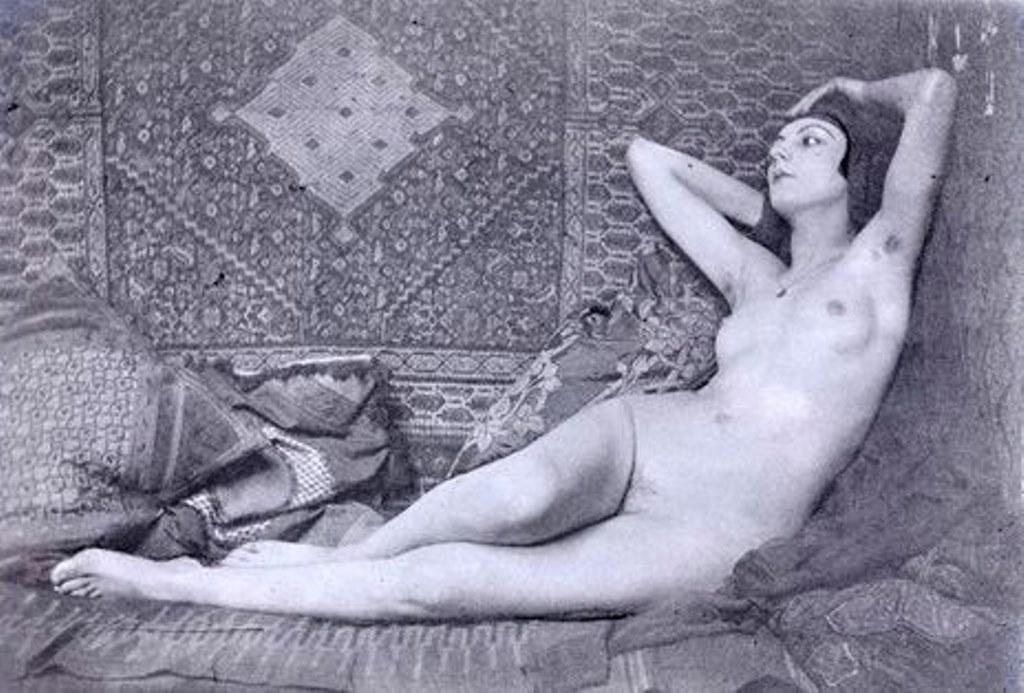 Man Ray6. Kiki de Montparnasse vers 1921. Via RMN