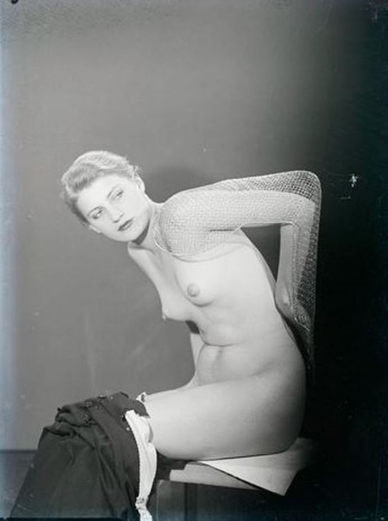 Man ray6. Lee Miller vers 1930. Via RMN