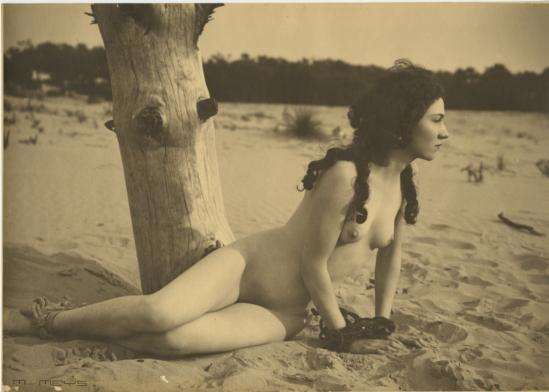 Marcel Meys. Etude de nu à la plage 1920. Via ebay