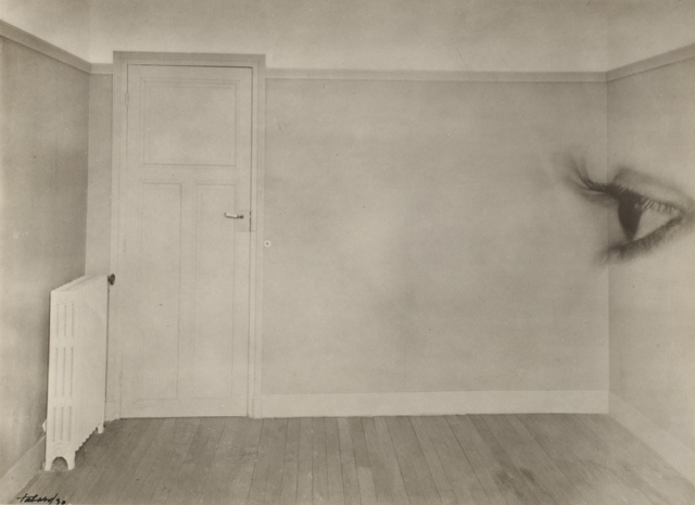 Maurice Tabard. Room with eye