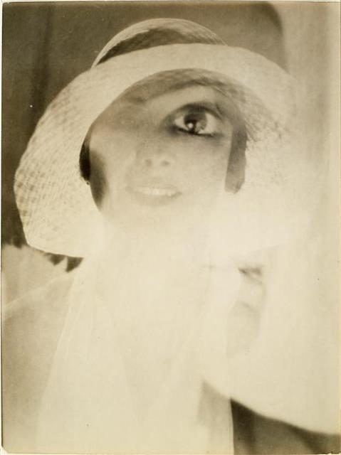 Maurice Tabard- Tête au chapeau, oeil double, 1929