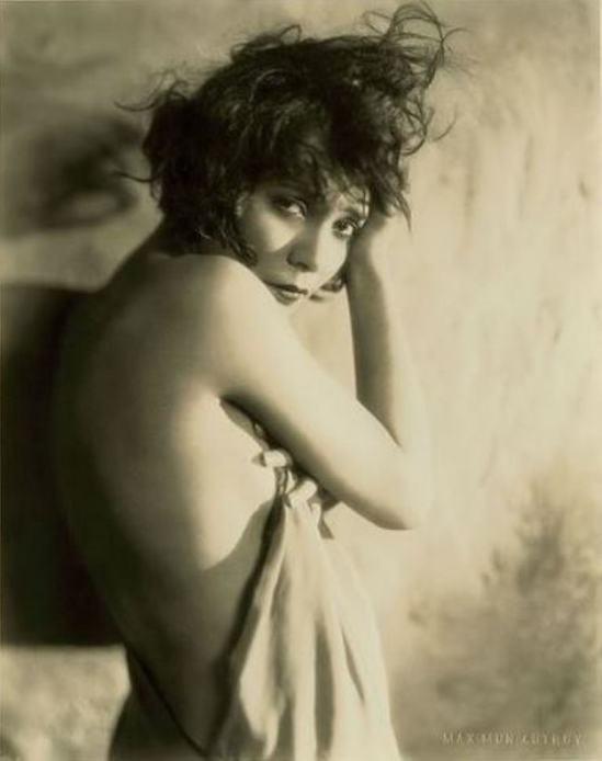 Max Mun Autrey. Delia Magana. Via flick