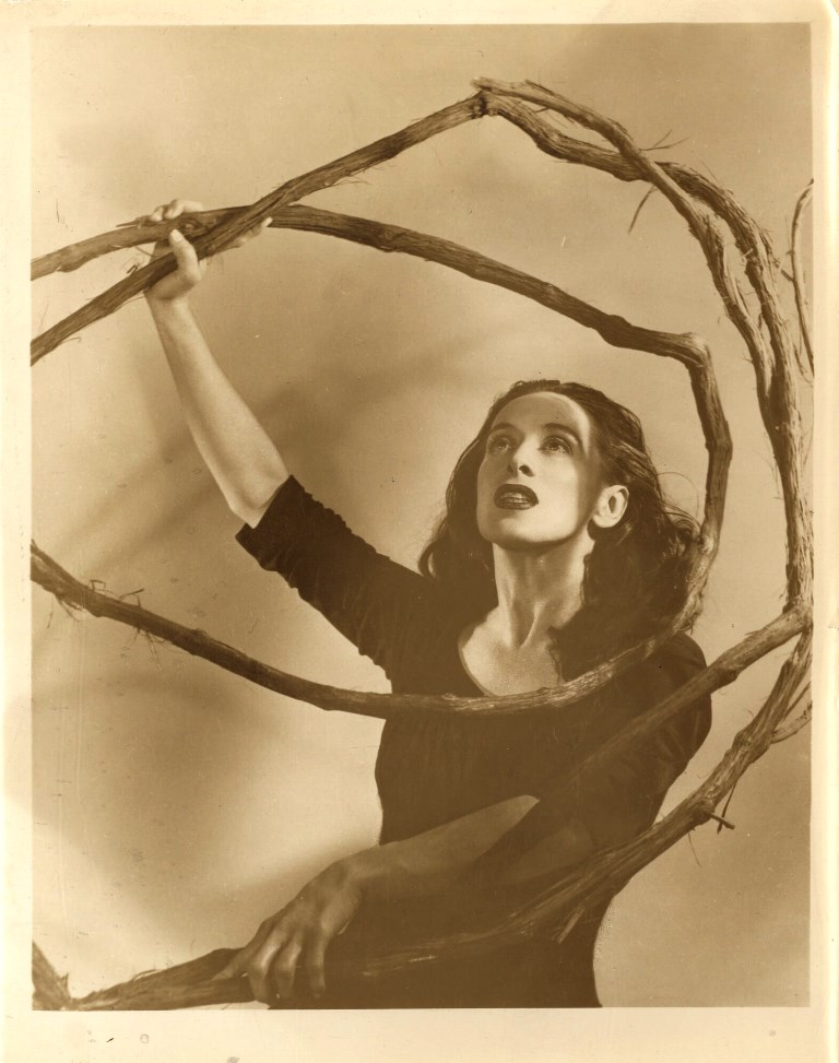 Photographe inconnu. Martha Graham in Salem Shore Via LOC