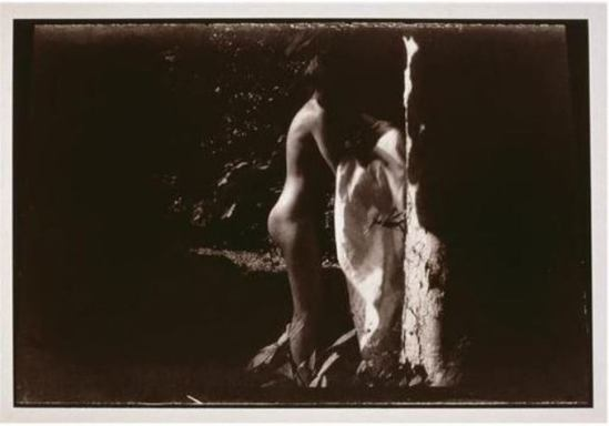 Pierre Bonnard. Marthe de profil enlevant sa chemise de nuit entre 1900et 1901. Via RMN