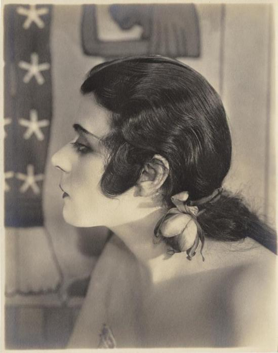Portrait of Portrait of Theda Bara in Cleopatra directed by J.Gordon Edwards, 1917. Photo by Albert Witzel Studio. Via theredlist
