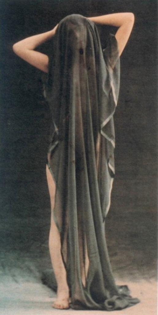 Robert Demachy. Nu drapé 1910. Via historicalzg.piwigo