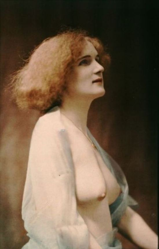 Robert Demachy. Nu féminin drapé d'un voile bleu 1907-1915. Via BNF