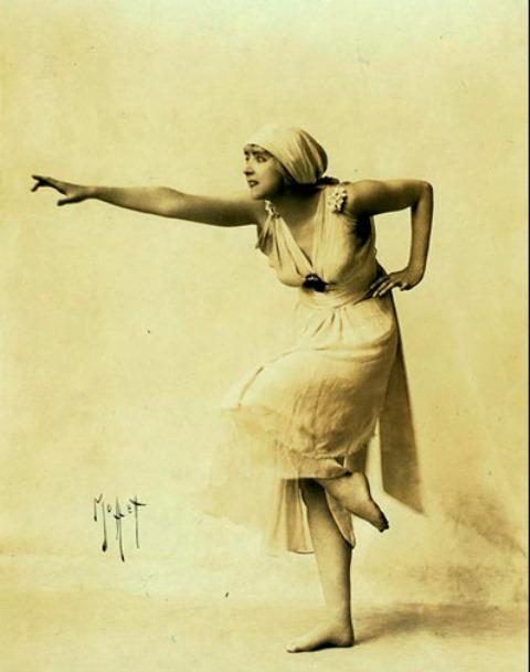 Ruth St Denis in scherzo waltz. Via NYPL