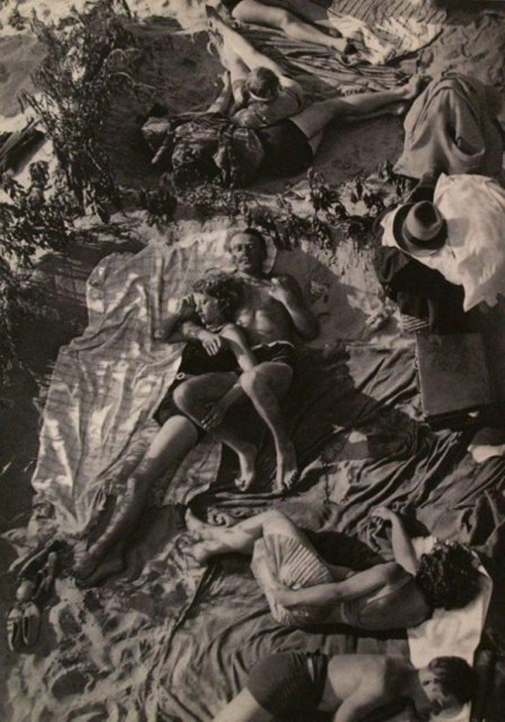 Umbo. Sonnenbadende 1931. Via liveauctioneers