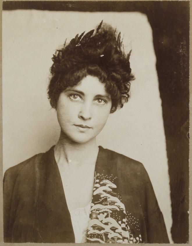 Jugenstil Prag Portraits, Prag 1910. Via auction.fr