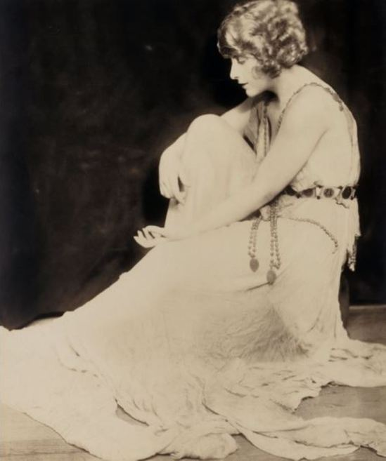 Alfred Cheney Johnston.  Pearl White  Via historicalzg
