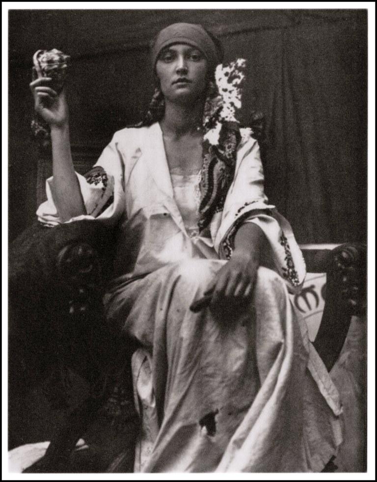 Alphonse Marie Mucha 1919 Via retro-vintage-photography