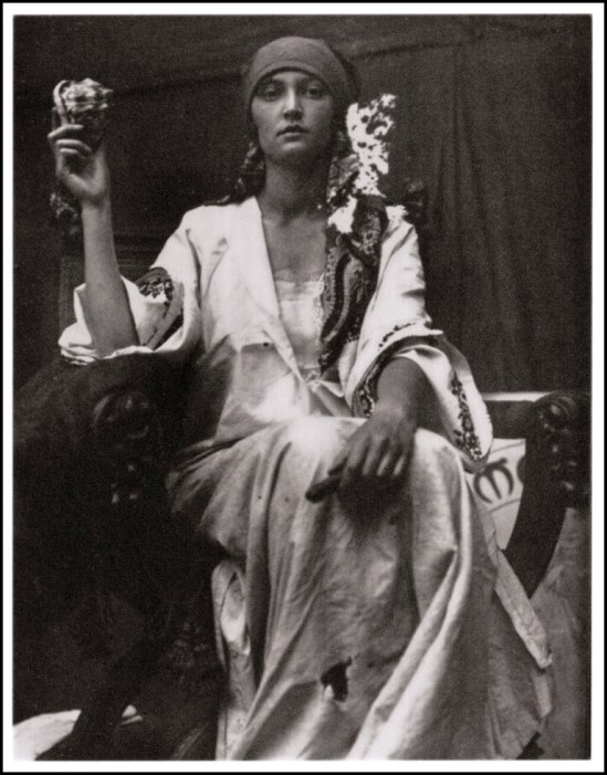 Alphonse Marie Mucha 1919 Via retro-vintage-photography