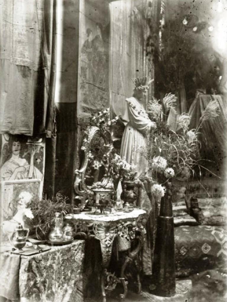Alphonse Marie Mucha. L'atelier du peintre Rue du Val de Grâce, Paris 1897 Via muchafoundation