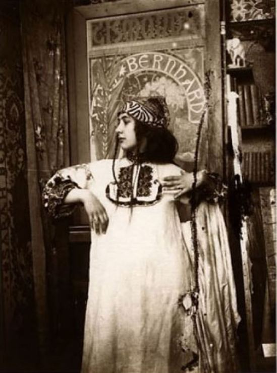 Alphonse Marie Mucha. Study for Figures Decoratives, rue du Val de Grace 1901 Via paulcava.com