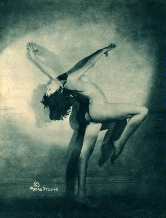 André Studios. Shura Rulowa années 1920 Via historicalzg