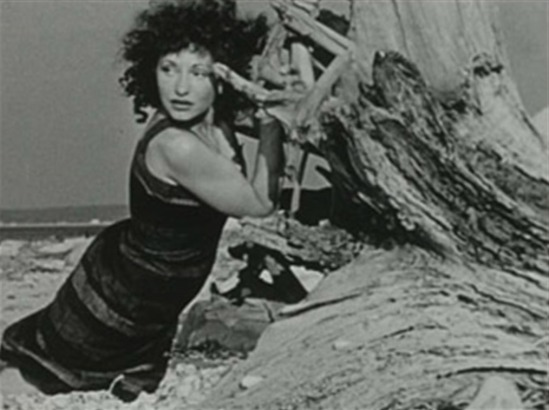 At Land (Maya Deren, 1944) Via lastfm.fr
